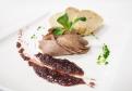 Kačacie prsia sous - vide podávané so šalotkovým džemom a domácim chlebom